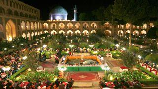 تور اصفهان هتل عباسی از تهران | 40% تخفیف هتل لوکس عباسی