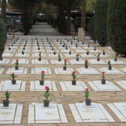 جاذبه قبرستان های مشهد   بهشت رضا ، قبرستان ارامنه ، قبرستان عاشقان، حرم و...