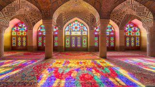 مسجد نصیرالملک شیراز معروف به مسجد رنگها