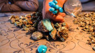 آشنایی با گران ترین سوغات مشهد از زعفران تا سنگ های قیمتی