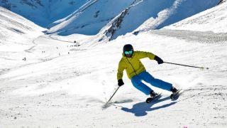 تفریحات زمستانی در پیست اسکی شیرباد مشهد