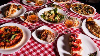 معرفی غذاهای بین المللی از چینی تا افغانی در مشهد