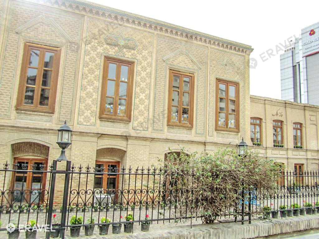 خانه ملک مشهد | محلی برای آشنایی با هنرمندان و آثار هنری