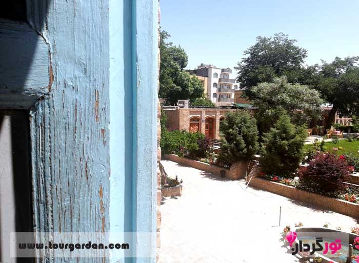 حیاط خانه ملک مشهد