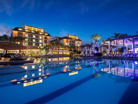 تور آنتالیا هتل کریستال واتر وورد