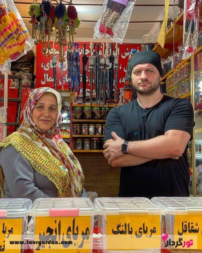 خاور خانم در رستورانش
