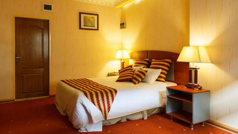تور اصفهان از اهواز هتل عالی قاپو